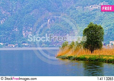 Free Lake Royalty Free Stock Photo - 14113285