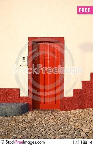Free Red Door In Alvor Stock Images - 14118814