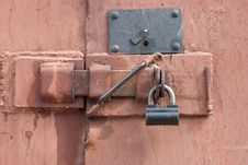 Free Padlock On A Door Royalty Free Stock Photos - 14111948