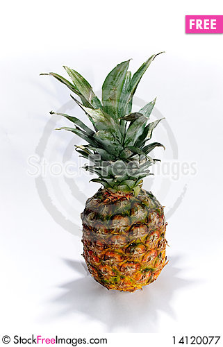 Free Pineapple Royalty Free Stock Photography - 14120077