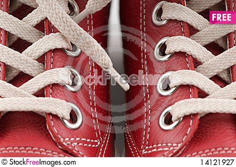 Free Red Leather Sneakers Royalty Free Stock Photography - 14121927