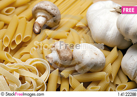 Free Cooking With Italian Ingredients Royalty Free Stock Photos - 14122288