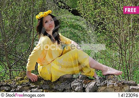 Free The Beautiful Girl Walks Royalty Free Stock Image - 14123096