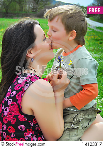 Free Mum And The Son On A Walk Royalty Free Stock Photography - 14123317