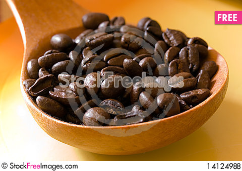Free Fresh Roasted,coffee Beans In The Spoon,close Up Royalty Free Stock Photos - 14124988