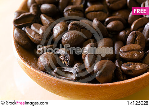 Free Fresh Roasted,coffee Beans In The Spoon,close Up Royalty Free Stock Photos - 14125028