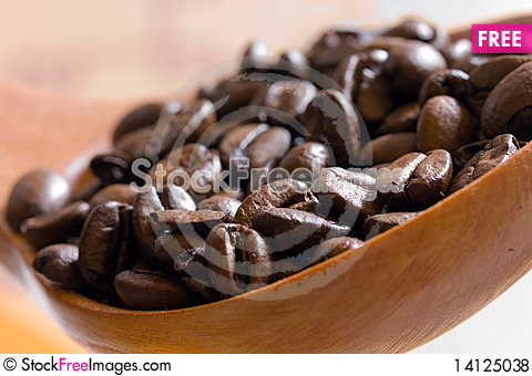 Free Fresh Roasted,coffee Beans In The Spoon,close Up Royalty Free Stock Photos - 14125038