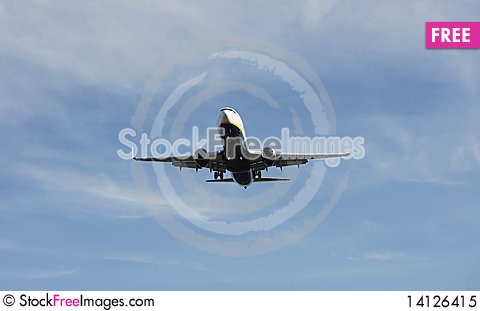 Free Airliner Makes Its Landing Approach Royalty Free Stock Photo - 14126415