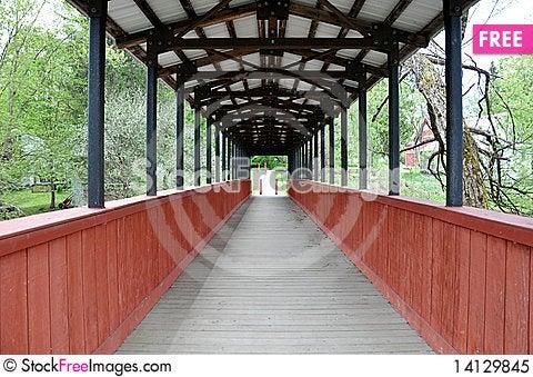 Free Covered Footbridge Royalty Free Stock Photo - 14129845