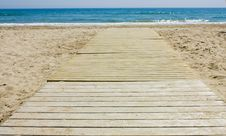 Free Footbridge To The Beach Royalty Free Stock Image - 14121076