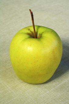 Free Apple On A Linen Cloth Stock Photography - 14121862