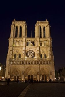Free Night View  Of  Notre Dame De Paris Stock Images - 14122874