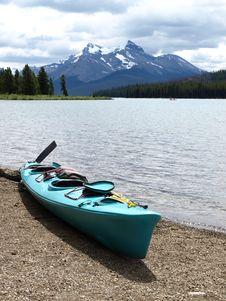 Canada Kayak Lake Mountain Royalty Free Stock Photography