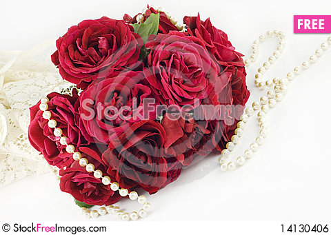Free Roses And Pearls Royalty Free Stock Image - 14130406