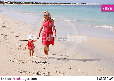 Free The Little Girl And Mother Royalty Free Stock Images - 14131149