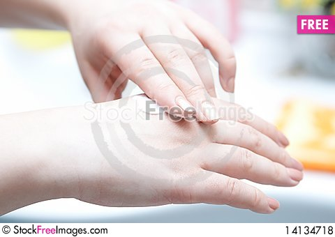Free Hands Cream Royalty Free Stock Photos - 14134718