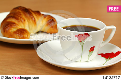 Free Black Coffee And Croissant Royalty Free Stock Photography - 14135717