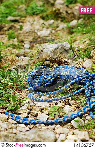 Free Blue Climbing Rope Royalty Free Stock Photography - 14136757