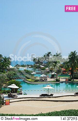 Free Swimming Pool Royalty Free Stock Photo - 14137295