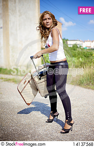 Free Blond Woman And Bag Royalty Free Stock Photos - 14137568