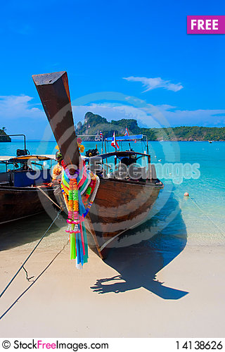Free Boat In The Bay Royalty Free Stock Image - 14138626