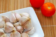 Garlic Cloves With Tomatoes Royalty Free Stock Image