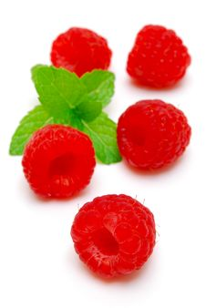 Free Raspberries And Green Leaf Isolated Stock Photography - 14134882