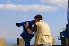 Free Man Looking Through A Coin Operated Binoculars Royalty Free Stock Photography - 14136367