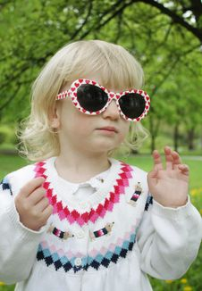 Free Child In Sunglasses On A Walk Royalty Free Stock Photo - 14138135