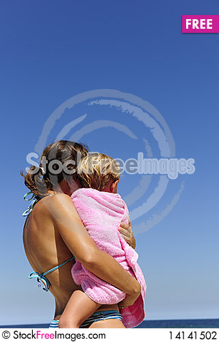 Free Mother Carrying Her Daughter On The Beach Stock Photography - 14141502