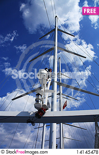 Free Mast Of The Walking Sea Yacht Royalty Free Stock Photos - 14145478