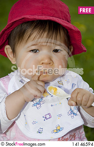 Free Cute Little Girl Stock Images - 14146594