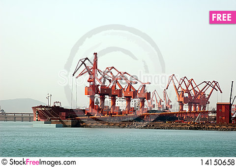 Free Docked Bulk Carrier Royalty Free Stock Photos - 14150658