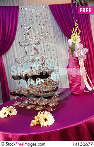 Free Romantic Champagne Tower Royalty Free Stock Photography - 14150677