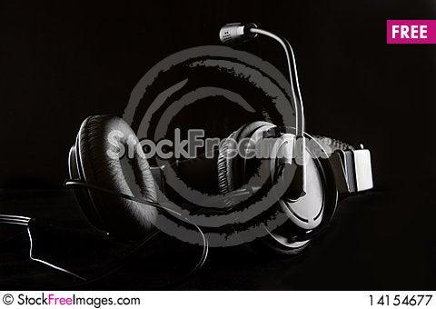 Free Headphone On Black Royalty Free Stock Photography - 14154677