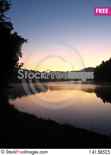 Free Pang-Ung Lake Royalty Free Stock Photo - 14158525