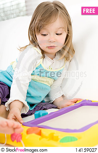 Free Little Girl Drawing Royalty Free Stock Photography - 14159027
