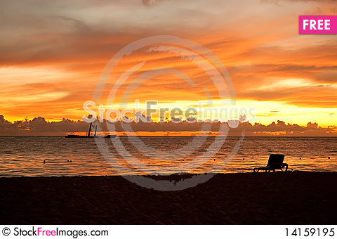 Free Bright Sunrise In Early Morning With Sand Beach Royalty Free Stock Photo - 14159195