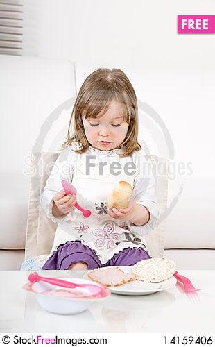 Free Little Girl Eating Royalty Free Stock Image - 14159406