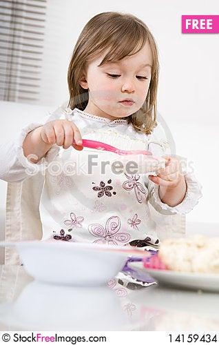 Free Little Girl Eating Stock Images - 14159434
