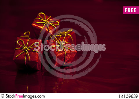 Free Red Gifts Royalty Free Stock Images - 14159839