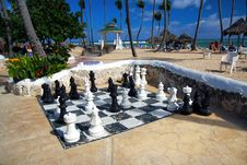 Free Live Size Chess On Beach In Tropical Resort Royalty Free Stock Photography - 14154817
