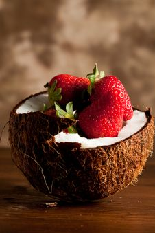 Free Coconut With Strawberries Royalty Free Stock Photos - 14156398