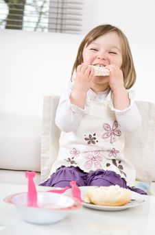 Free Little Girl Eating Stock Images - 14159294
