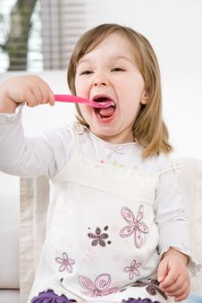 Free Little Girl Eating Royalty Free Stock Photography - 14159317