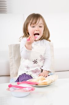 Free Little Girl Eating Royalty Free Stock Photos - 14159348