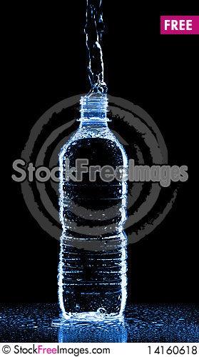 Free Water Splashing From Bottle Royalty Free Stock Photos - 14160618