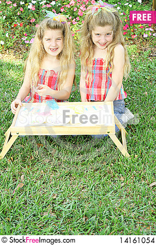 Free Cute Little Girls Outside Stock Images - 14161054