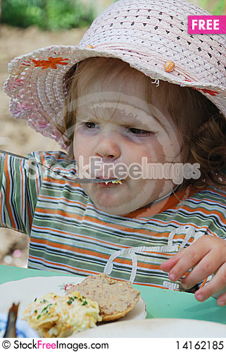 Free Little Girl Eating Royalty Free Stock Photo - 14162185