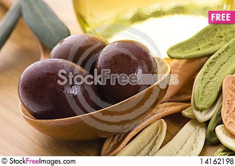 Free Pasta, Black Olives, Oil With Fresh Branch Royalty Free Stock Photos - 14162198